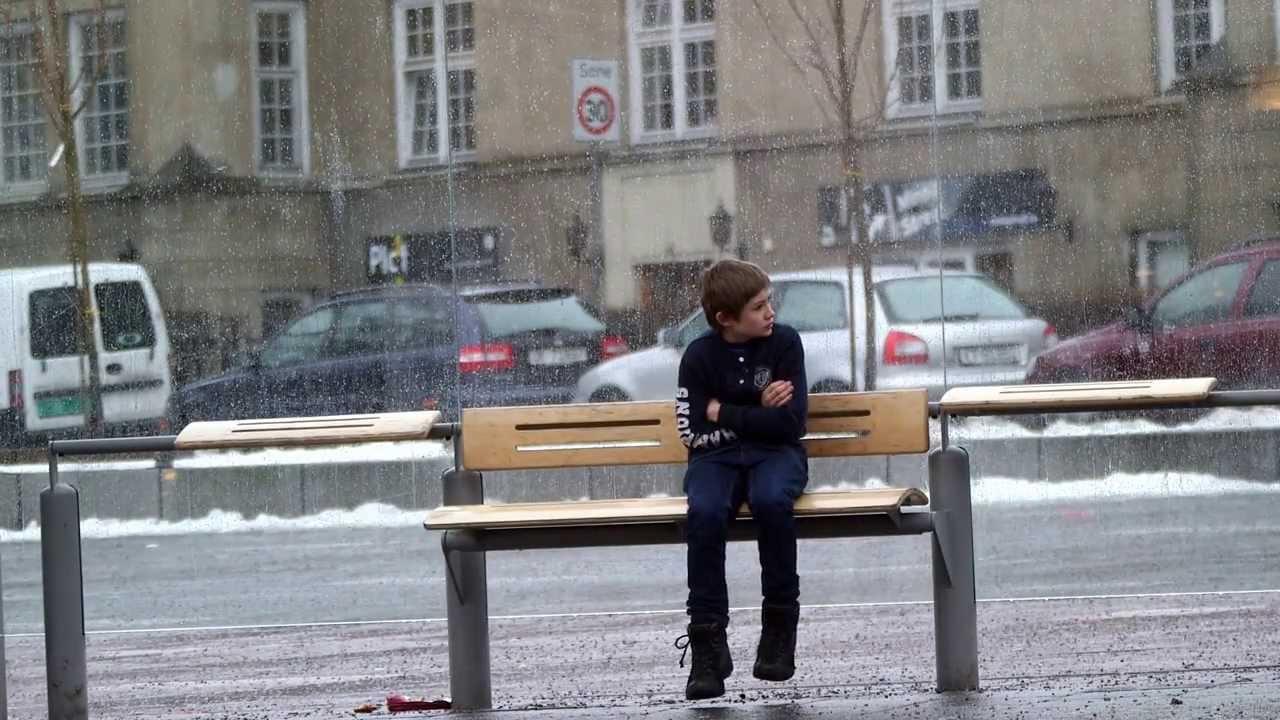 【感動】極寒の中、上着を着ていない子供がいたらどうする?