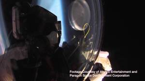 【世界記録】時速1300キロ!音速を超えた速度で成層圏からスカイダイブ!