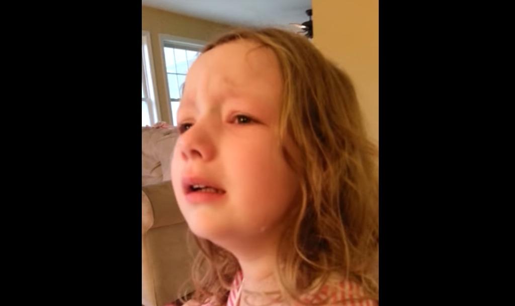 大好きなジョージ・ワシントンが既に亡くなっていることを知って、号泣する健気な女の子