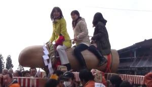 SMバーは「口にするのも汚らわしい」と発言した民主の菊田真紀子議員、地元の祭で巨大「御神体」にまたがり大はしゃぎする動画で炎上が加速!