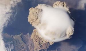 宇宙ステーションから撮影した、芙蓉山噴火の模様がスゴい!!!