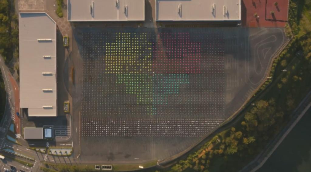 ミスったら撮り直し!総勢約2400名が出演する「史上最大」の一発撮り映像!OK Goの最新ミュージックビデオがすごい!!【Perfumeも出演】