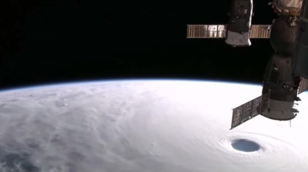 大きすぎて怖い!超大型台風19号を国際宇宙ステーションから撮影した動画!!