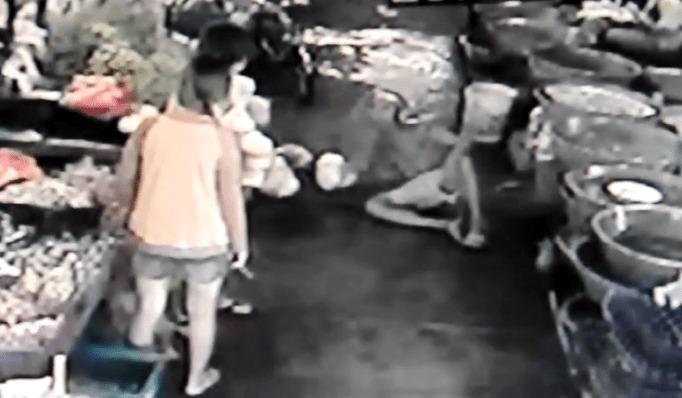 女の子のおしりを無断で触った男を襲った悲劇の顛末wwwwww
