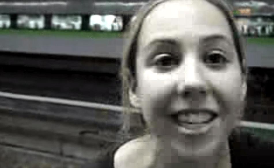 新幹線の速さに大興奮する外国人女性wwwwwwwww