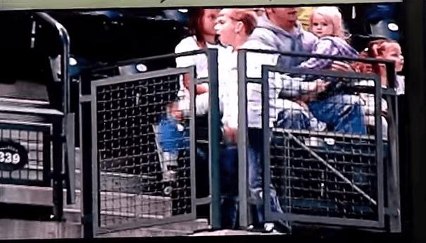 野球場にてスクリーンに映し出されたのは、「スリラー」を踊る少年!非の打ち所が無いほど完璧なダンス!!
