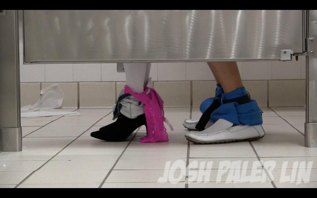 【海外ドッキリ】トイレの中でアッハーン♡なことになっているのかと思いきや…