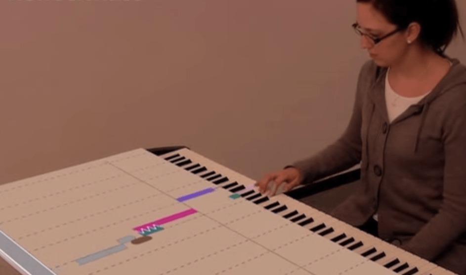 最新ピアノ学習システム!投影されたカラー棒の鍵盤を押さえるだけ!【プロジェクションマッピング】
