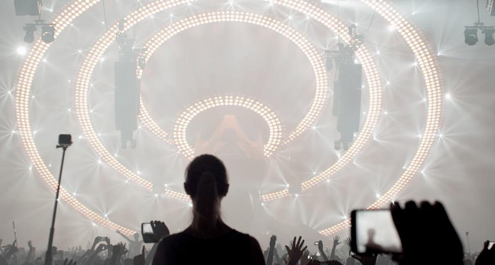 テンションブチあげ!オランダのダンスフェスの照明が神がかっている!!!