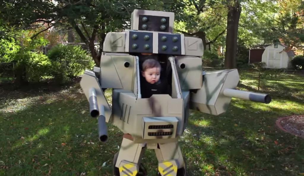 パイロットは生後6ヶ月の赤ちゃん、ロボットの中にはパパが!赤ちゃんが操縦する二足歩行ロボットが可愛いすぎる!!