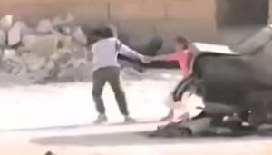 【シリア】銃弾の雨の中、命がけで少女を救出しにいく少年の姿が撮影され、世界で話題に!!!