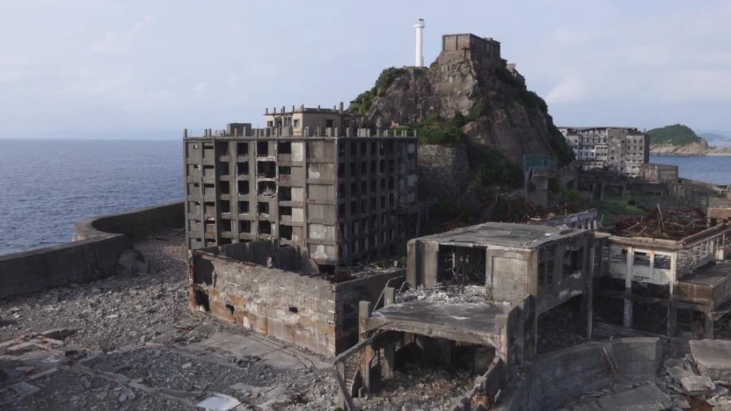 ドローン(無人コプター)で4K高画質撮影された美しい廃墟「軍艦島」の今。