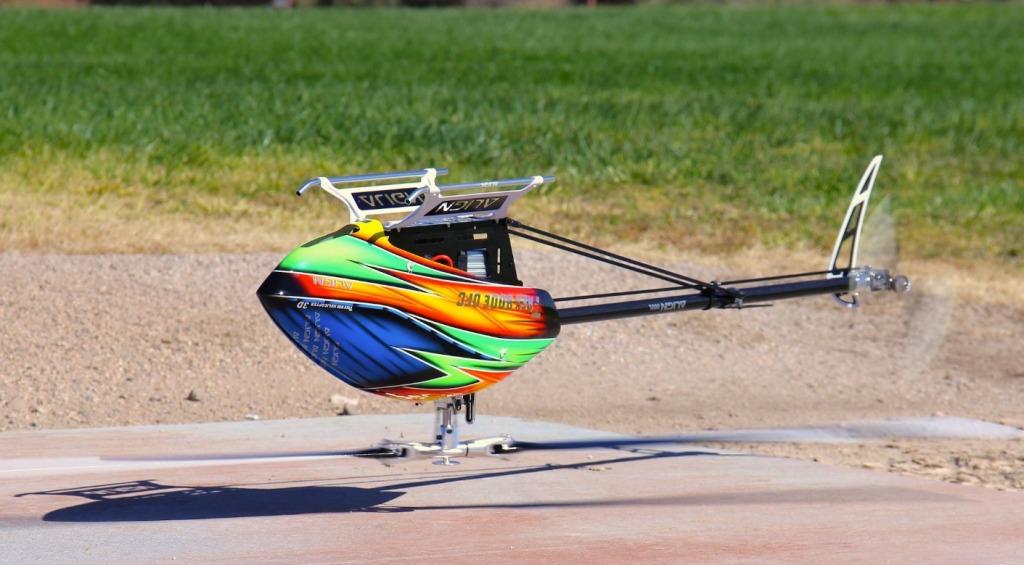 最強モーター搭載のラジコンヘリのアクロバット飛行がヤバすぎた!現実とは思えない動きで空を舞う!!!