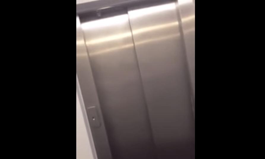 エレベータに閉じ込められた学生が大合唱!どんな状況も「楽しむ」力がスゴい!!