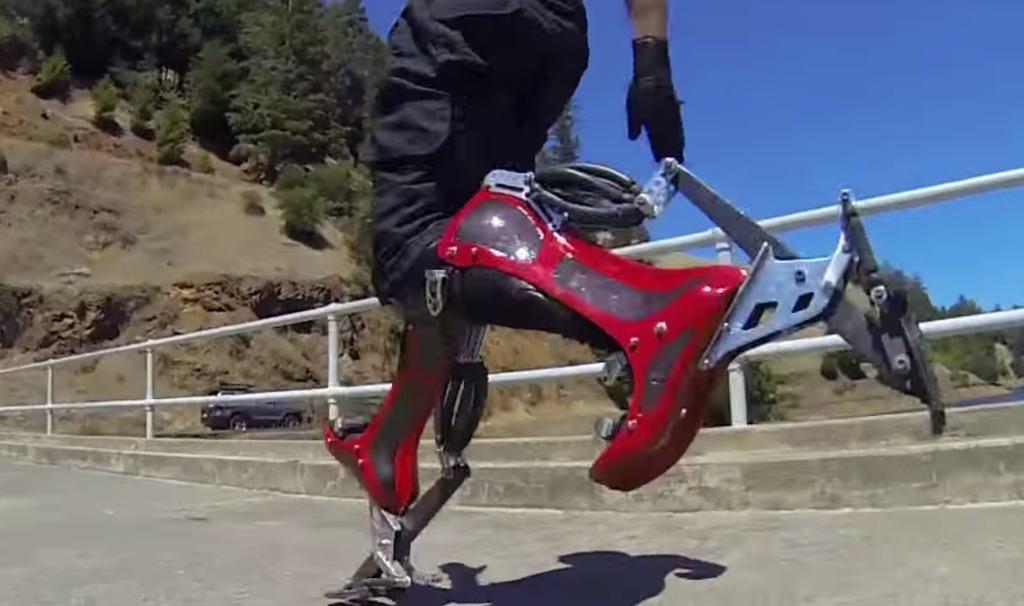時速40キロで走ることができる靴が発表された!ダチョウやカンガルーの動きを参考に!!