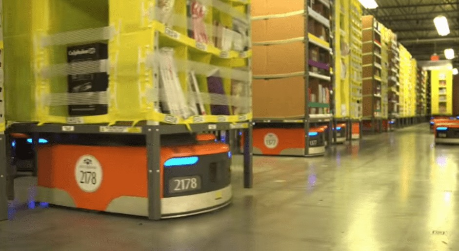 Amazonが最先端物流センターの内部を公開!ロボットばかりで未来すぎる!!!