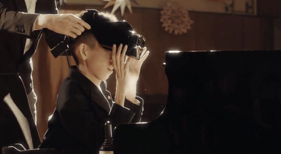 肢体不自由な少年が、視線追跡システムでピアノを演奏!クリスマスコンサートにチャレンジ!!!