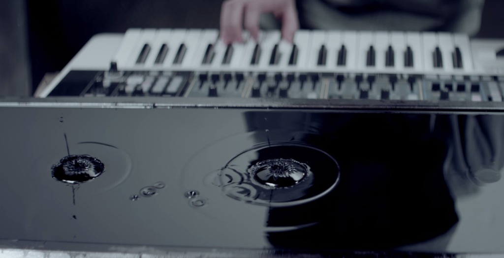 楽器の音の波動を見えるように「視覚化」した美しいミュージックビデオ