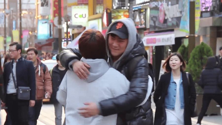 日本人が韓国でフリーハグしてみた最新版!ニュースでは伝わらない街の人々の素顔