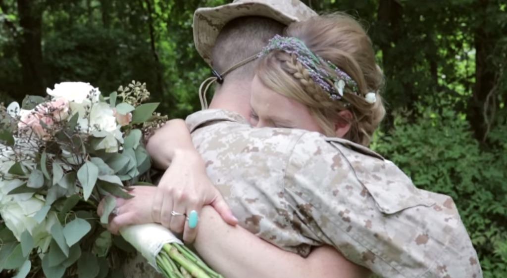 結婚式を迎える花嫁のために、来るはずのない従軍中の兄が現れた!世界中が涙した再会の瞬間!!