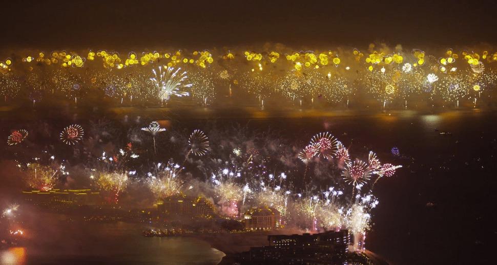 世界最大!50万発の花火が打ち上げられたドバイの年越し花火大会がスゴすぎる!!!