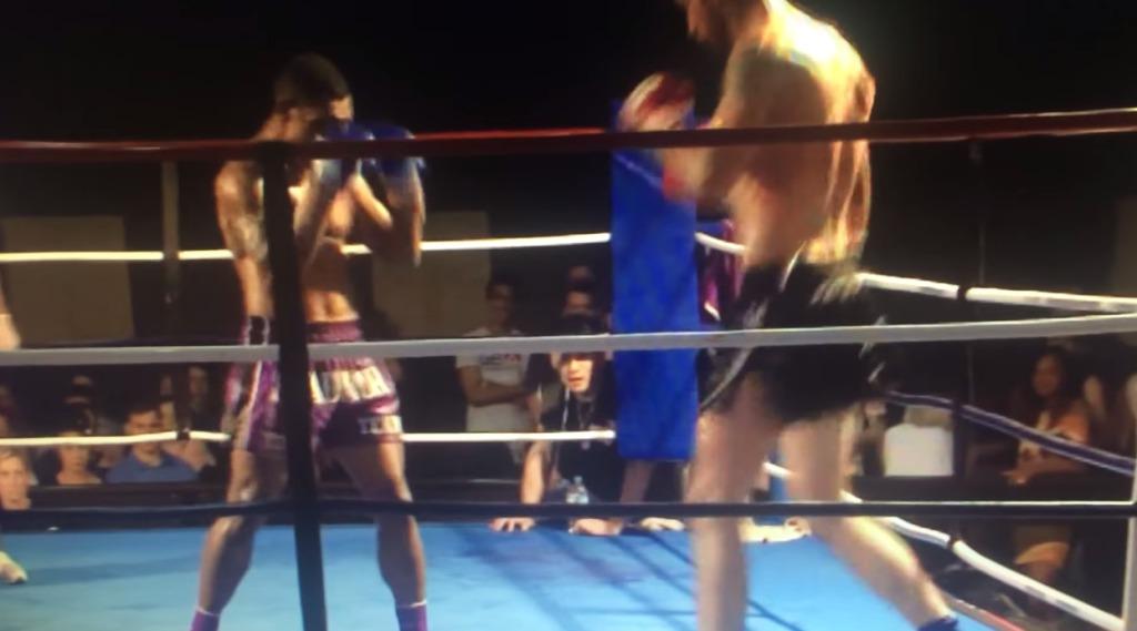 体が小さな選手が、自分より大きい相手を見事な「回転蹴り」で一発KO!