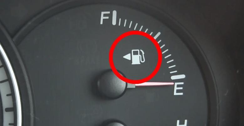 車の運転席に座ったままでも給油口が左右どちらにあるか超カンタンに判別できる方法!!