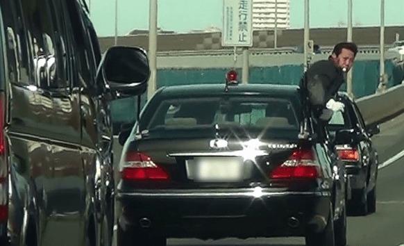 さすがに超厳重!安倍首相の警護車列が首都高を行く!!