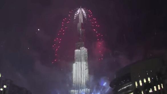 【ドバイの年越し2015】世界で最も高いビル「ブルジュ・ハリファ」全体をLEDで装飾!世界最大のイルミネーション!!
