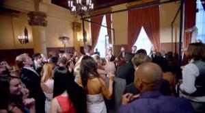 超有名バンド「Maroon 5」が一般人の結婚式でサプライズライブ!皆のめちゃ嬉しそうな姿に感動!!