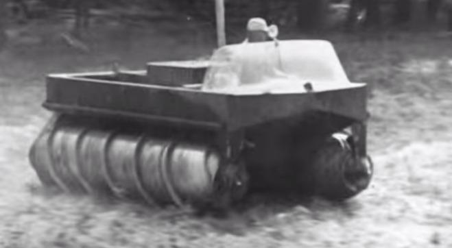 1960年代に実際に走っていた、アニメに出てきそうな水陸両用車!!?