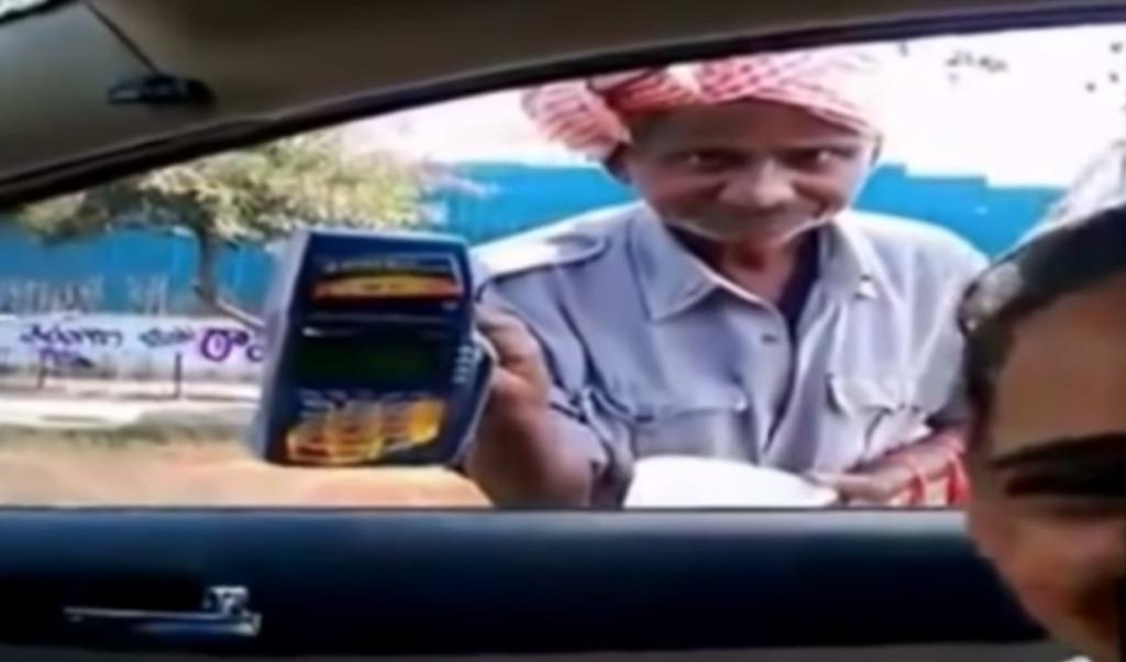 【インド】ハイテク乞食?!「残念ながら現金無いの」と言ったらドヤ顔でクレジットカードの読み取り機を出してきたwwwwwwww