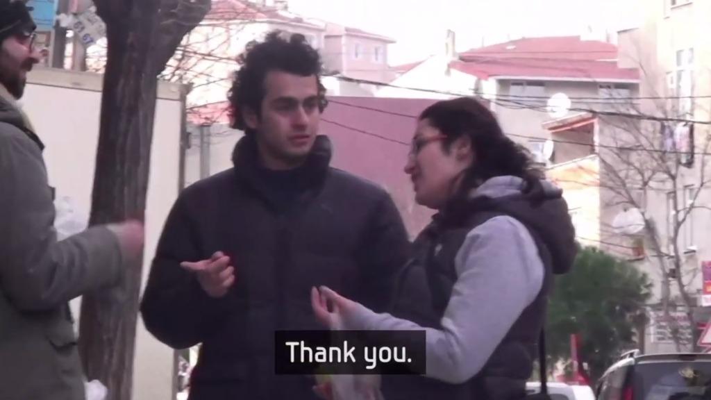 もし街中の人が手話をできたら?聴覚障がいの兄妹に仕掛けたサムスンの素敵なサプライズ!!