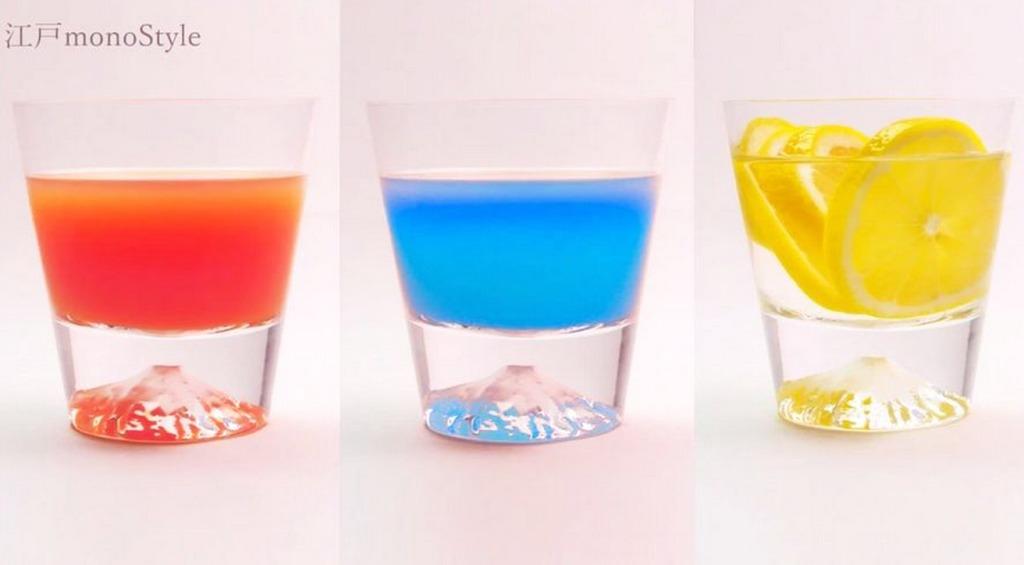 注ぐ飲み物で魔法のように景色が変化する「富士山ロックグラス」が大人気!!