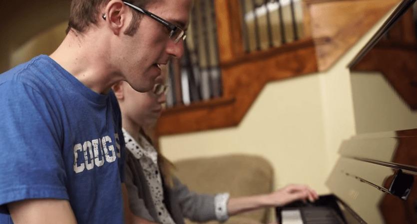 【超絶兄妹】アナ雪のメドレーを2人1台のピアノで演奏のクオリティが凄いと話題!!