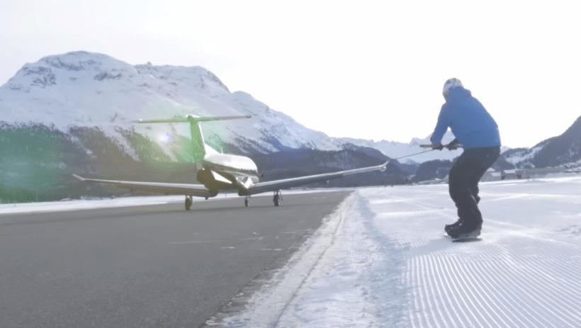 速すぎ!!飛行機にスノボーを引っ張ってもらう壮絶チャレンジ!時速なんと125km!!