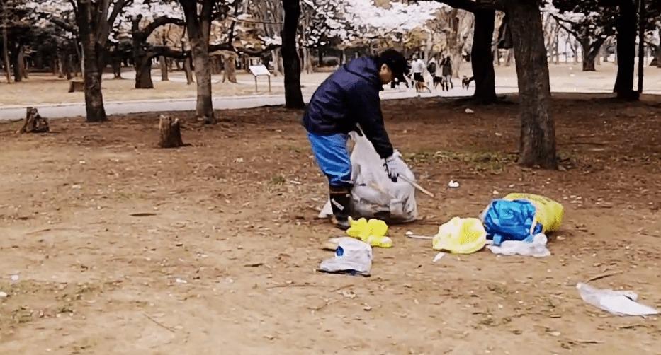ゴミを完全放置で桜も台無し!お花見後の代々木公園の惨状