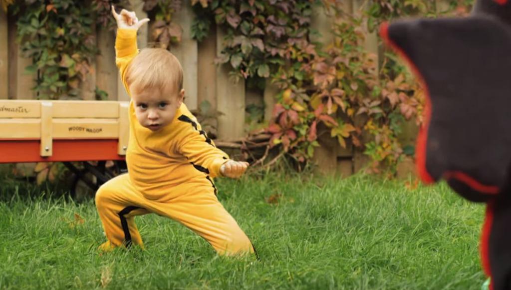 スゴ技でドラゴンと戦う赤ちゃんブルース・リーが可愛過ぎる!!