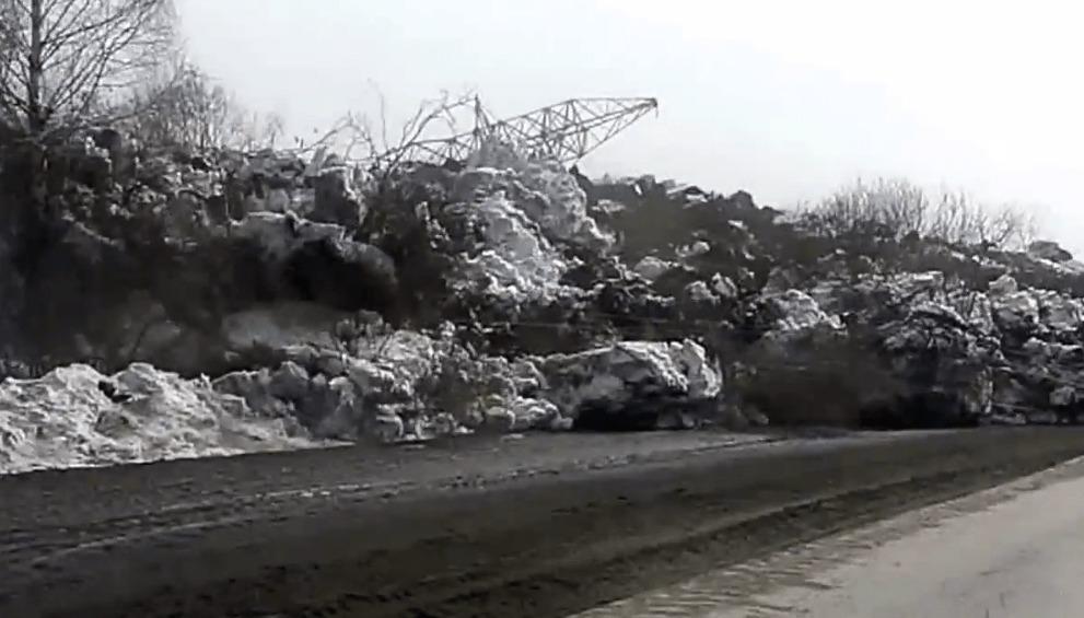 ロシアで発生した地滑りの様子。ゆっくり押し寄せてくる様子が恐ろしい!!