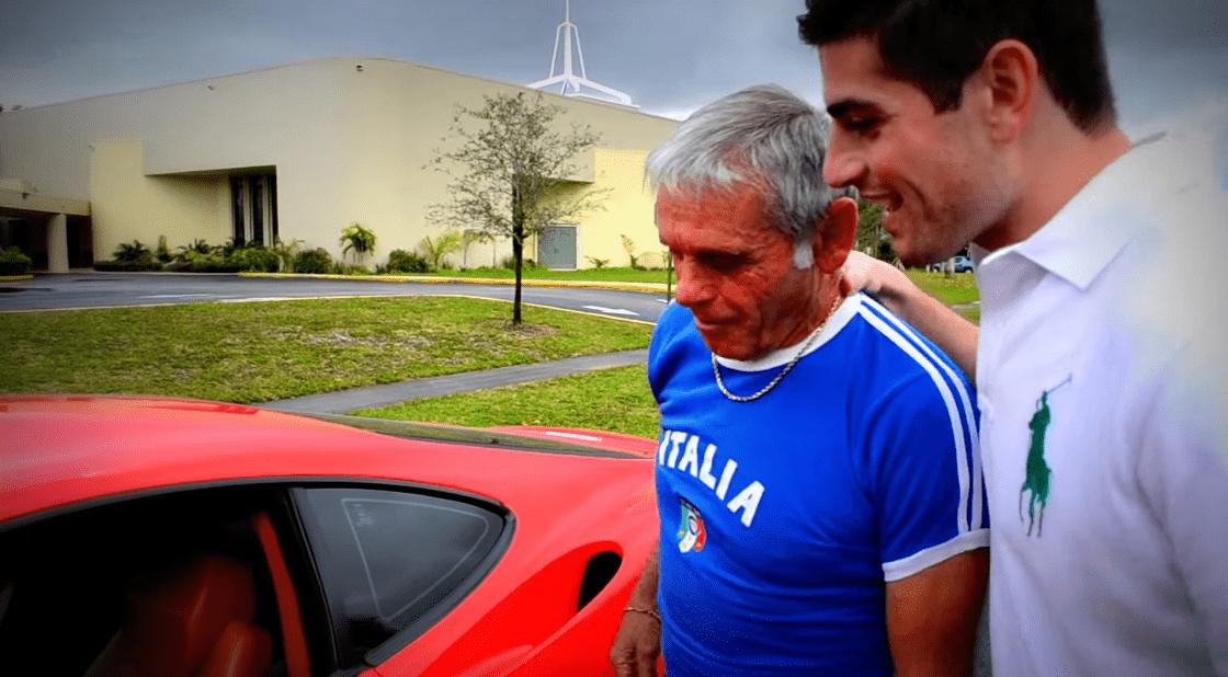 最高の親孝行!息子が日頃の感謝を込めて「フェラーリ」を父親にサプライズプレゼント!!