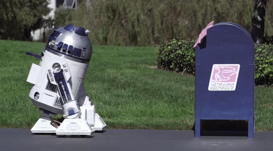 「R2D2」が「ゴミ箱」に恋をする!?喜びはしゃぐ姿が可愛いショートムービー!