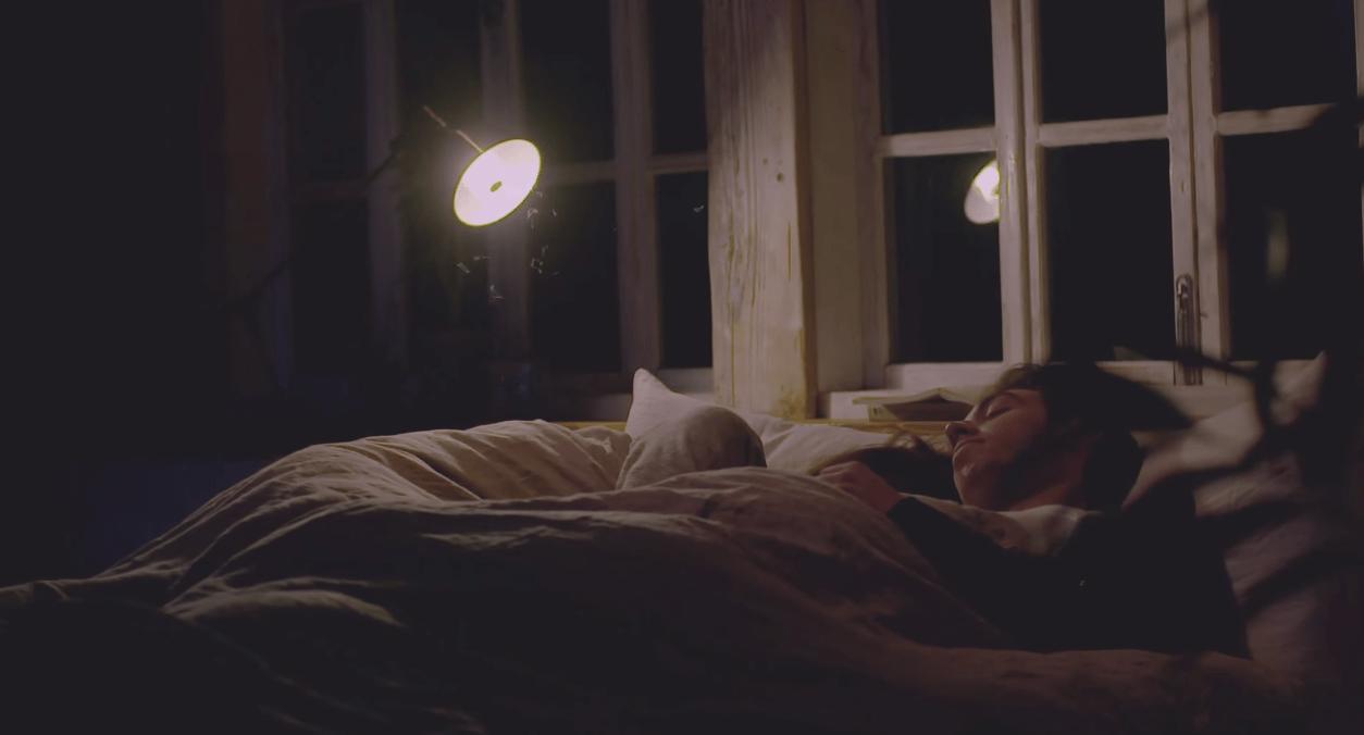 これはナイスアイディア!ソニーの電球が「Bluetoothスピーカー」になる新製品が素晴らしい!家のどこにいても音楽が聴ける♪