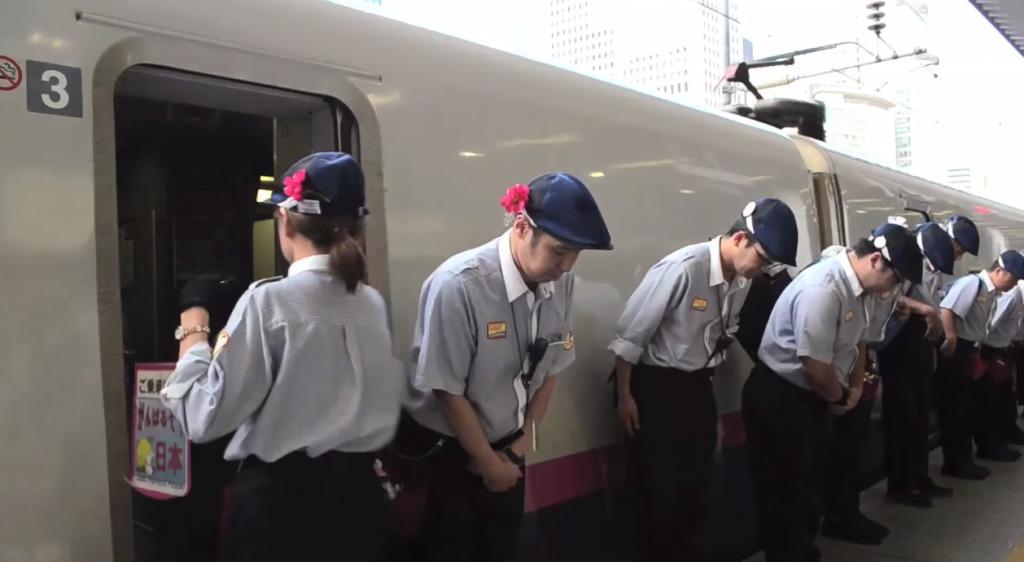 新幹線の清掃チームの手際の良さが「7分間の奇跡」と海外で大絶賛!これが日本が誇る「おもてなし」