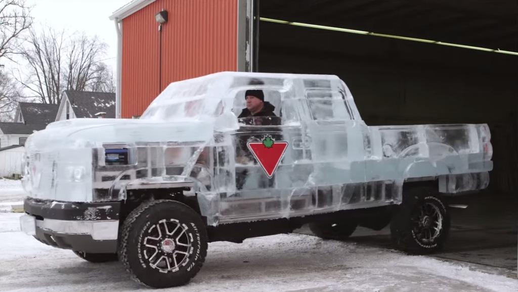 氷のトラック?!カナダのホームセンターが作ったトラックが凄い!!