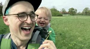 【爆笑】史上最強の癒し動画!タンポポの綿毛を初めて見た赤ちゃんが、パパと一緒に大爆笑!!