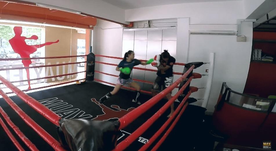 ムエタイの女子チャンピオンが、素人のふりをして男たちをフルボッコ!!