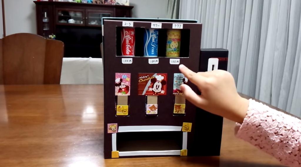 娘の発想をパパが形に!空き箱で作った「自動販売機」のクオリティが凄い!!