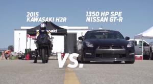 1350馬力チューンの日産「GT-R」 VS マン島最速のカワサキ「Ninja H2R」!勝負の行方は?!