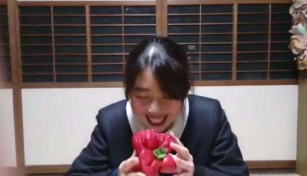 ギネス記録に認定された「世界一重いイチゴ」がでかい!!!