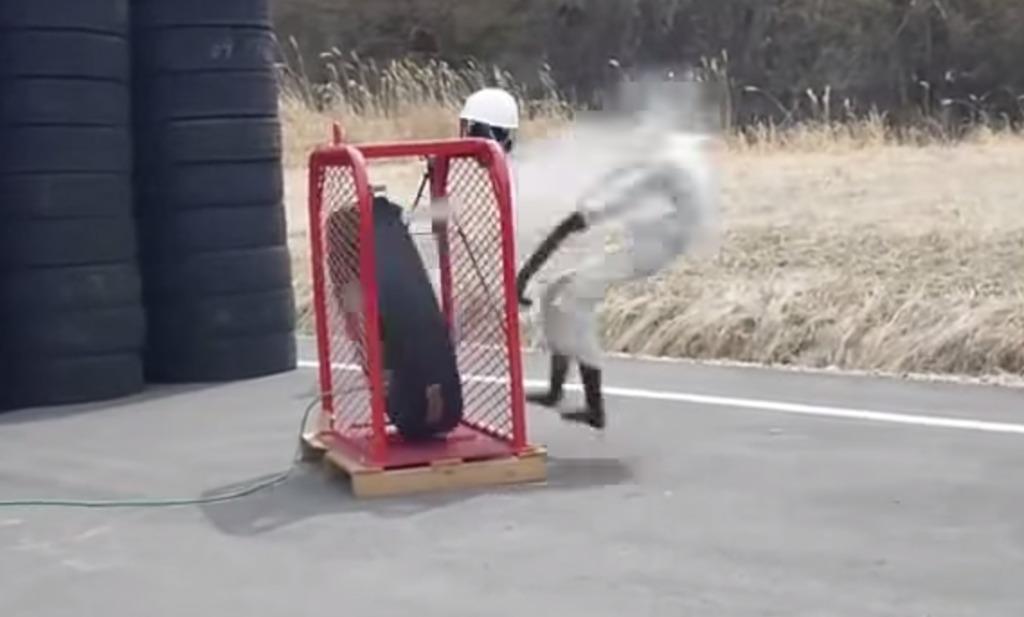 タイヤ破裂の威力は手榴弾並!タイヤバーストの怖さがよく分かる実験映像!!